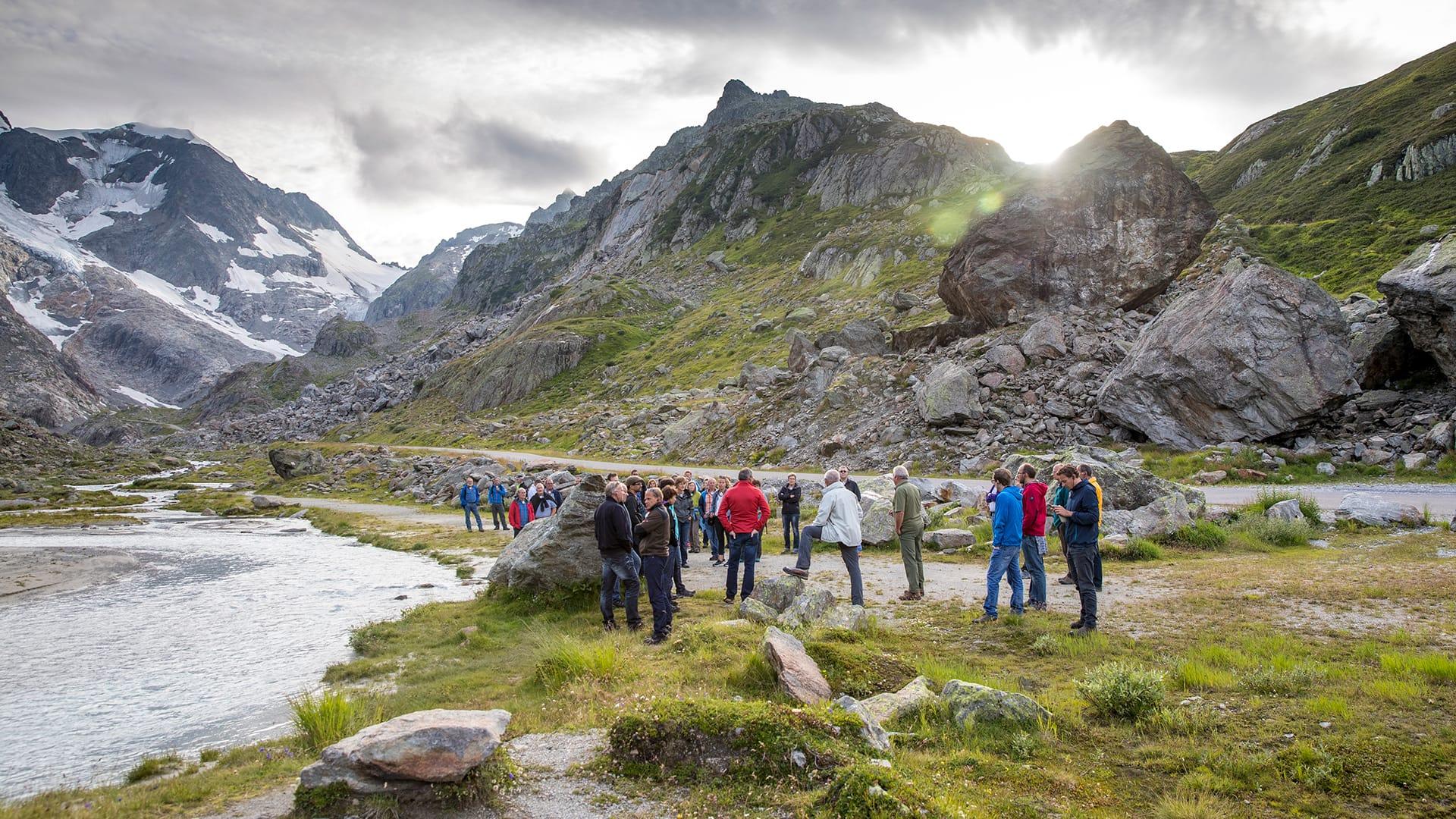 Lernen Sie die hochalpine Bergwelt kennen: Auf dem Gletscherpfad Steingletscher.